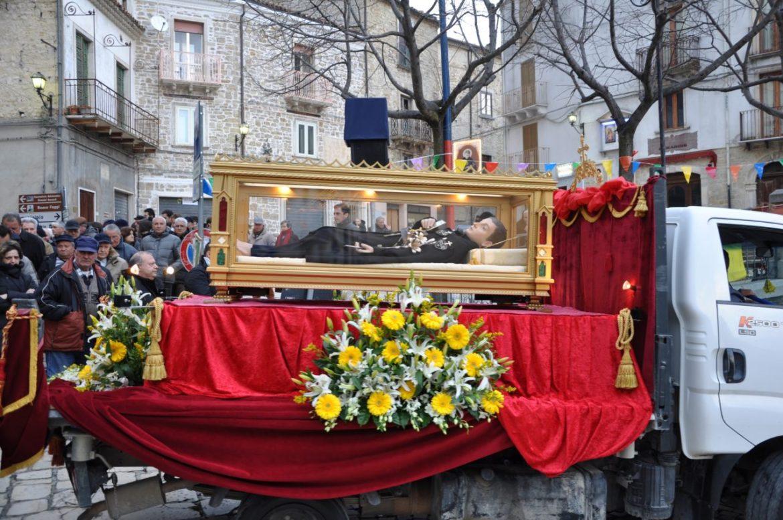 Pellegrinaggio-urna-S.-Gabriele-2-e1511213503991.jpg